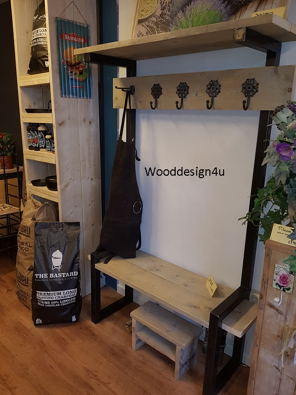 Cool kapstok staal en hout with kapstok onder trap for Trap kaal maken