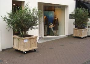 Plantenbak wielen wooddesign4u is gespecialiseerd in steigerhouten meubelen - Moderne entree meubels ...
