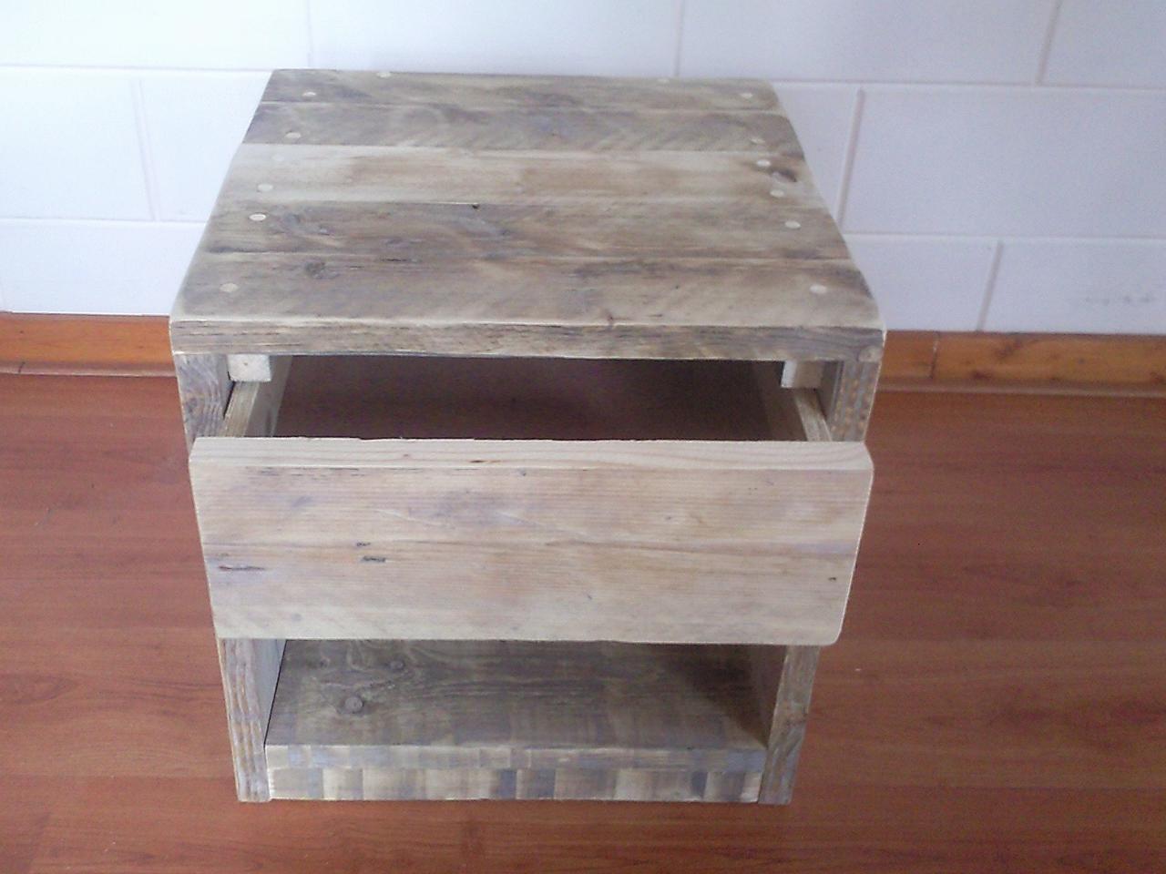 Nachtkastje met lade wooddesign u is gespecialiseerd in