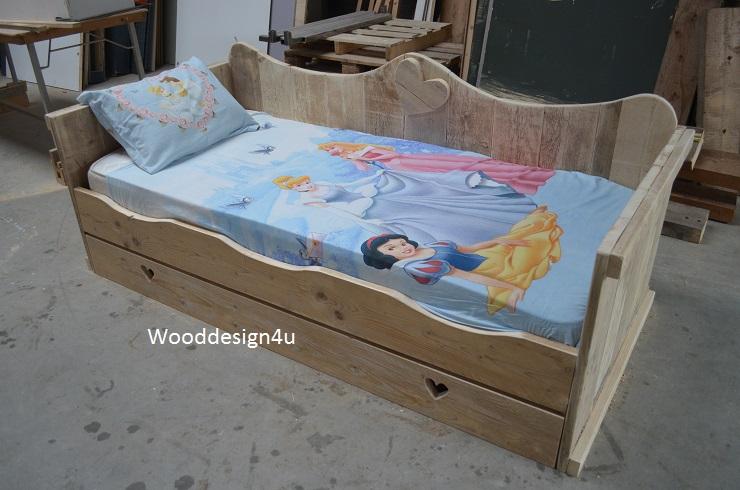 Eenpersoons steigerhouten prinsessenbed